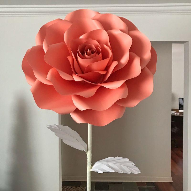origami rose anleitung eine riesengroße rose im raum