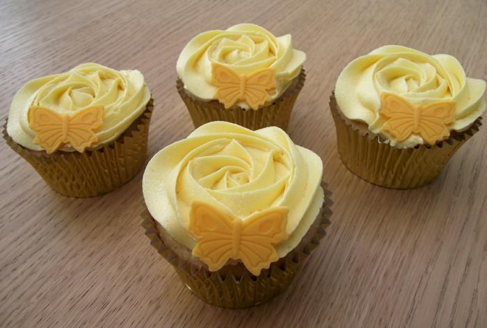 perfekte-Vanille-Cupcakes-Schmetterling-Dekoration-gelb