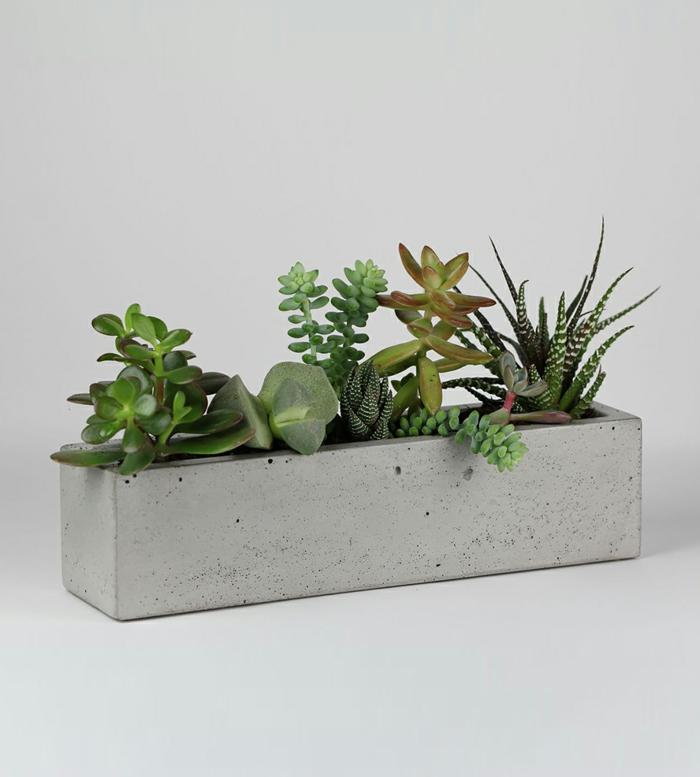 pflanzkübel-aus-beton-alles-in-grau