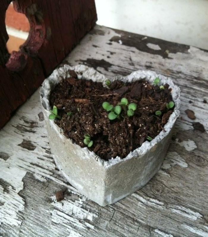 pflanzkübel-aus-beton-form-von-einem-herz