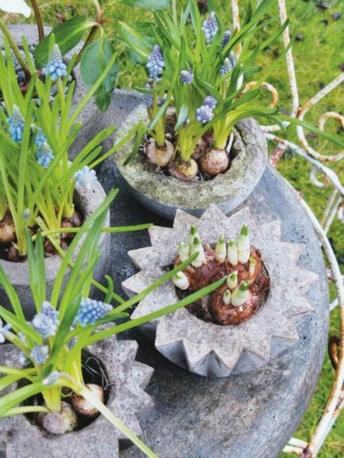 pflanzkübel-aus-beton-foto-von-oben-genommen