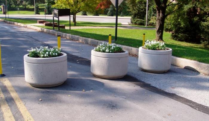 pflanzkübel-aus-beton-super-schöne-straße