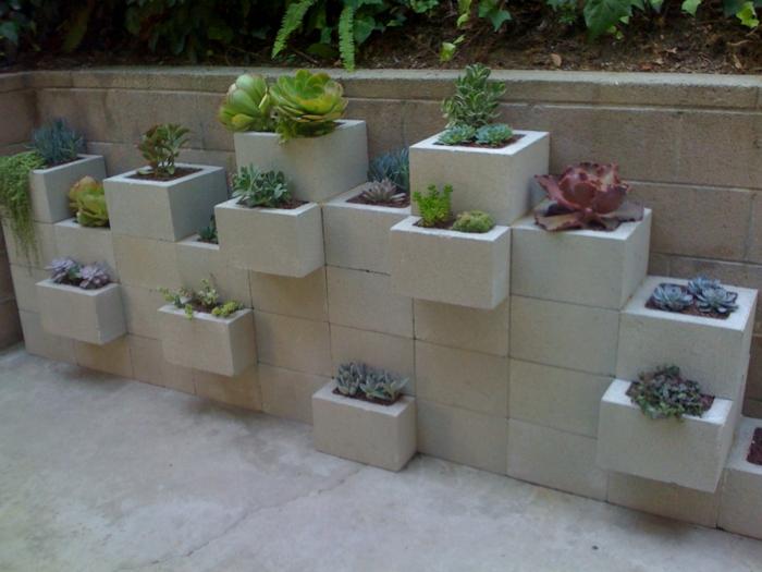 pflanzkübel-aus-beton-wandgestaltung