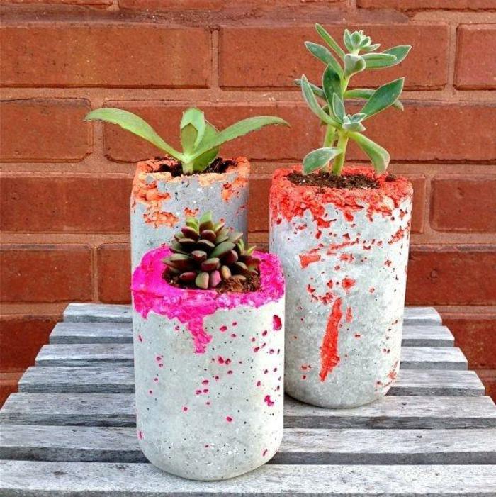 pflanzkübel-aus-beton-zyklamenfarbe