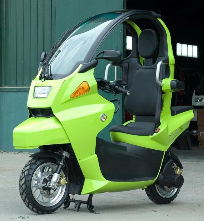 roller-mit-dach-interessante-grüne-farbe
