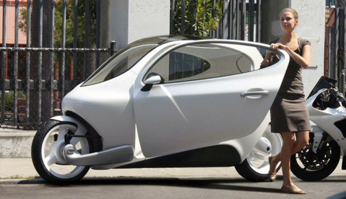 roller-mit-dach-interessantes-graues-modell