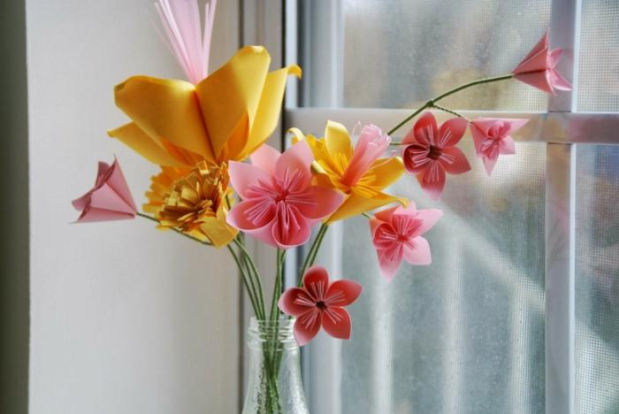 rosa-gelbe-origami-blumen-Strauß-Vase