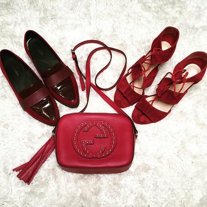 rotes-kleid-schuhe-alltaegliche-schuhe-und-tasche-gucci-lassen-sich-mit-allerlei-roten-kleidern-kombinieren