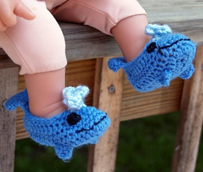 süße-Baby-Hausschuhe-gestricktes-Modell-Wal-Muster
