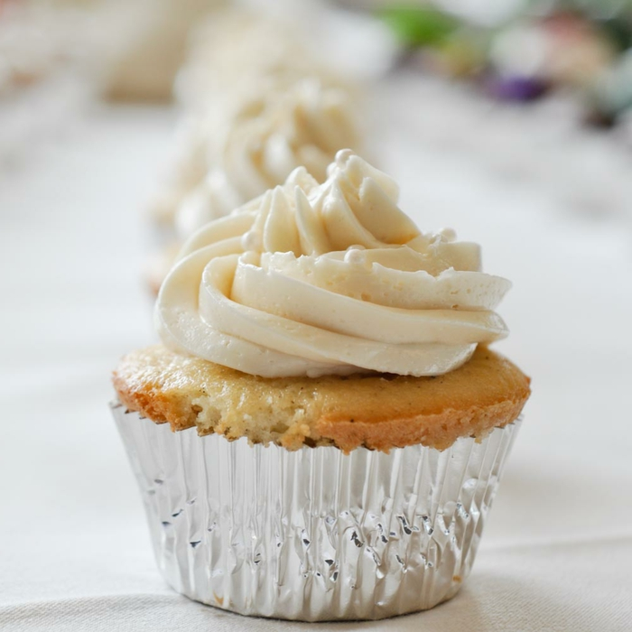 süße-Cupcakes-Vanille-Creme-elegante-extravagante-Vision