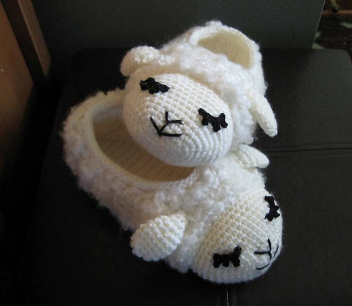 süße-Kinder-Hausschuhe-Schaf-Muster