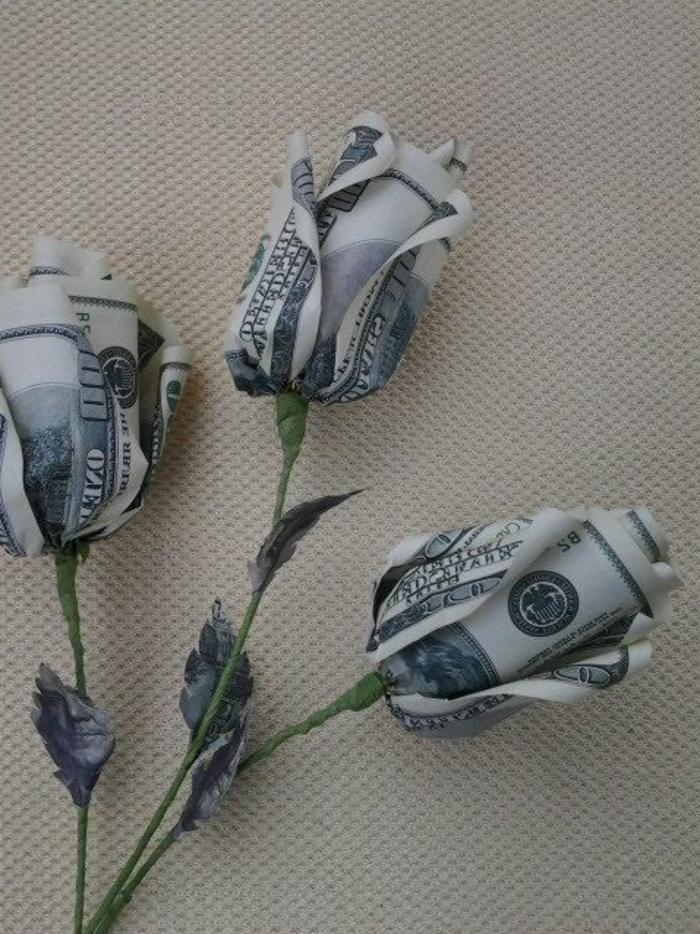 schöne-Papierblumen-Rosen-Dollars-Geld-Origami-Kunst