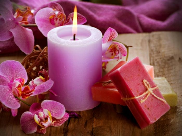 schöne-kerzen-rosiges-modell-sehr-romantisch-aussehen