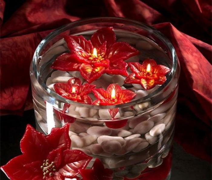 schöne-kerzen-wunderschöne-fließende-rote-blumen