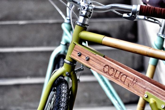 schickes-Modell-Fahrrad-Bambus-Rahmen