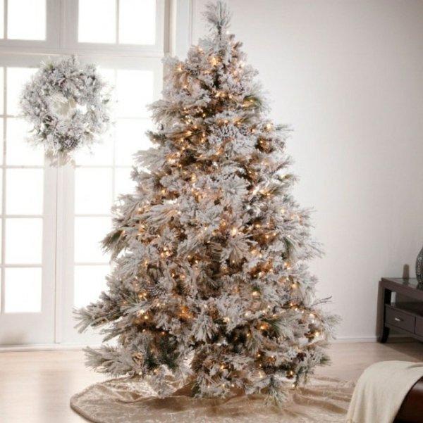 schlichte-Weihnachtsdekoration-Kranz-künstlicher-tannenbaum
