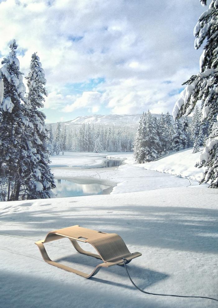 schlitten-aus-holz-sehr-tolles-modell-auf-dem-schnee