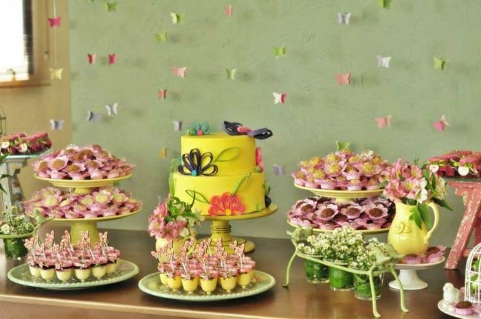 schmetterlinge-deko-viele-süßigkeiten