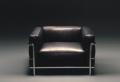 Der Sessel in Schwarz wirkt elegant und schick