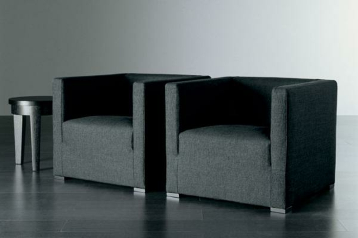 sessel-in-schwarz-zwei-modelle-nebeneinander