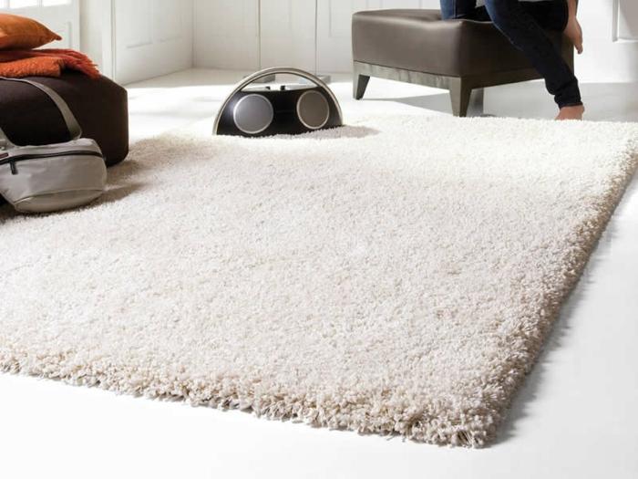 shaggy-teppich-tolles-aussehen-weiße-farbe