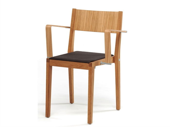 stühle-mit-ablehne-einfaches-modell-aus-holz