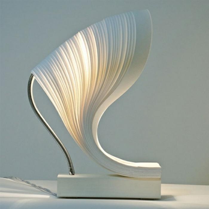 stehlampe-aus-papier-extravagante-idee