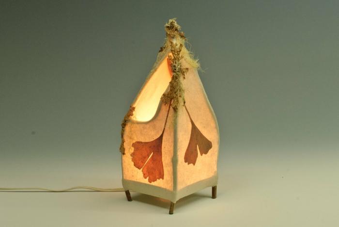 stehlampe-aus-papier-super-exotisch-aussehen