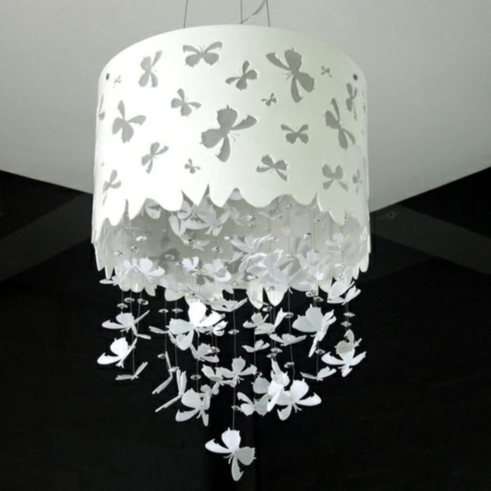 stehlampe-aus-papier-weißer-kronleuchter