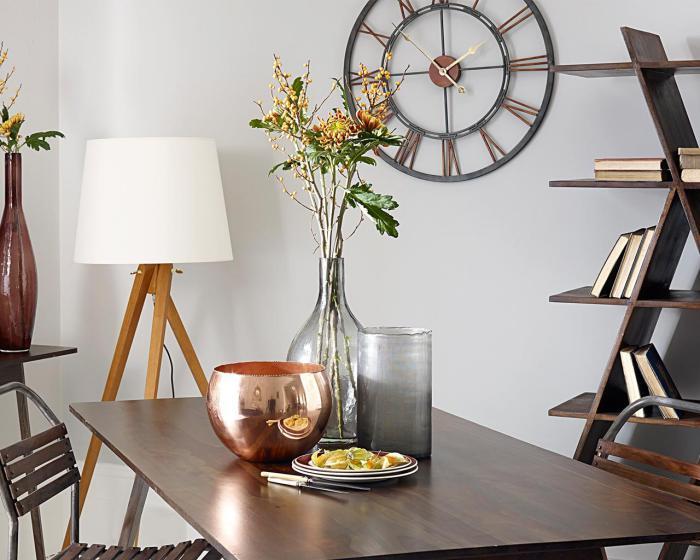stilvolles-Wohnzimmer-Design-Wanduhr-modern