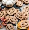 süßigkeiten halloween backen kürbiskopf kekse mit schokolade dekoration kürbise jack o lantern ideen gebäck