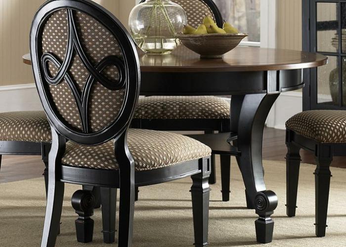 super-elegante-Möbel-runder-Tisch-Stühle-Textil-fein-exquisit