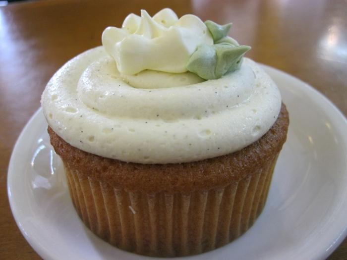 super-lecker-Cupcake-Vanille-Creme-Dekoration