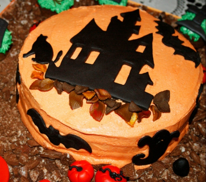 torte-Halloween-Süßigkeiten-hexen-haus