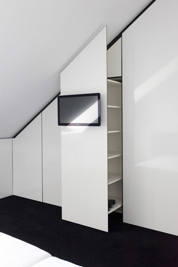 tv wandschrank elegante weie dachwohnung - Gestaltung Dachwohnung