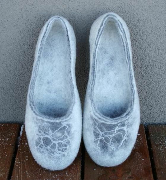 verfilzte-Hausschuhe-Damen-Wolle-graue-Farbe