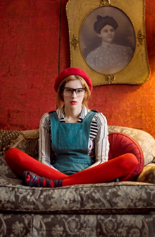 vintage-Mode-moderne-Interpretation-französische-Mütze-schick-Mädchen-Aussehen