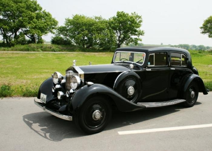 vintage-auto-auf-strasse-resized