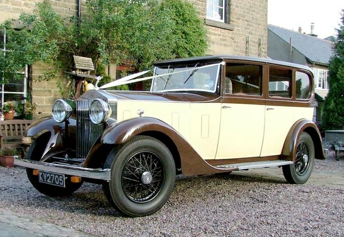 vintage-auto-in-braun-und-cremig-resized
