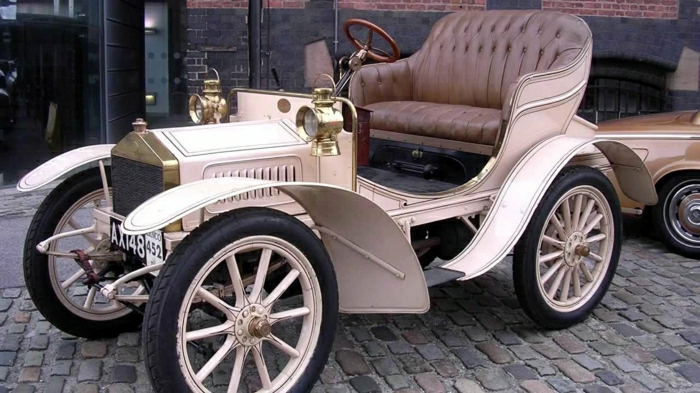 vintage-auto-luxuriös-und-silber-resized