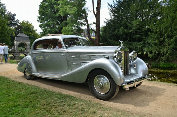vintage-auto-rolls-royce-Silber-farbe-resized
