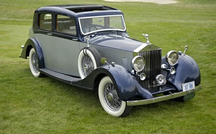 vintage-auto-rolls-royce-auf-gras-resized