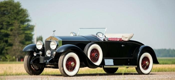 vintage-auto-rolls-royce-auf-strasse-resized