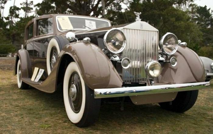 vintage-auto-rolls-royce-braun-und-dunkel-resized