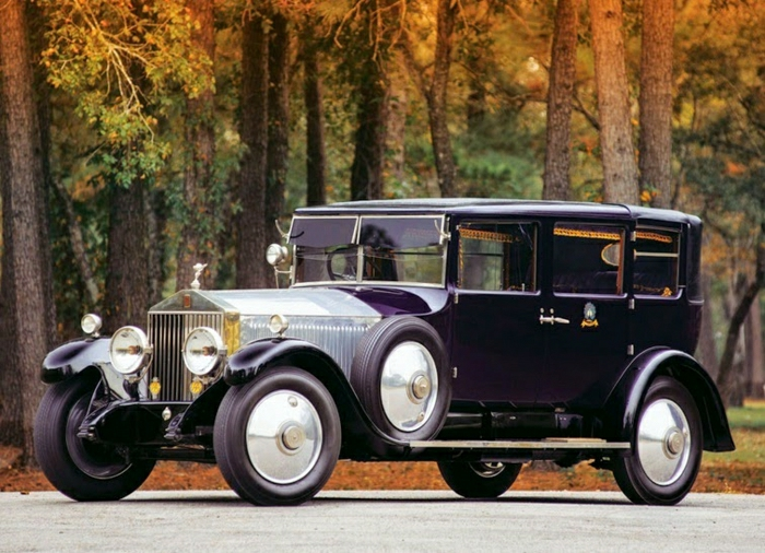 vintage-auto-rolls-royce-in-herbst-resized