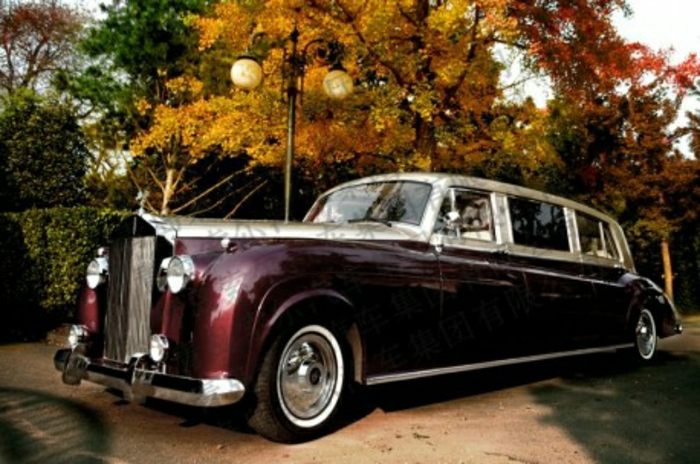vintage-auto-rolls-royce-limousine-in-dunkel-rot-resized