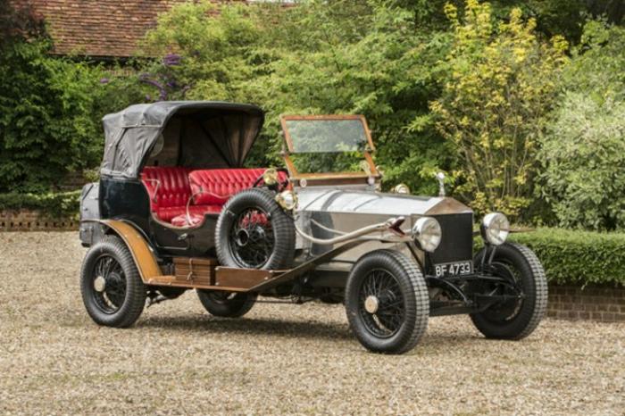 vintage-auto-rolls-royce-mit-rot-leder-sitz-resized