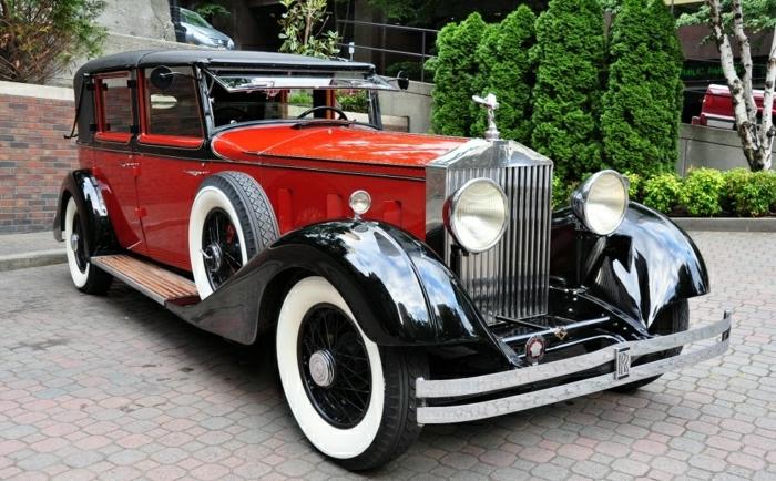 vintage-auto-rolls-royce-schwarz-rot-modellen-resized