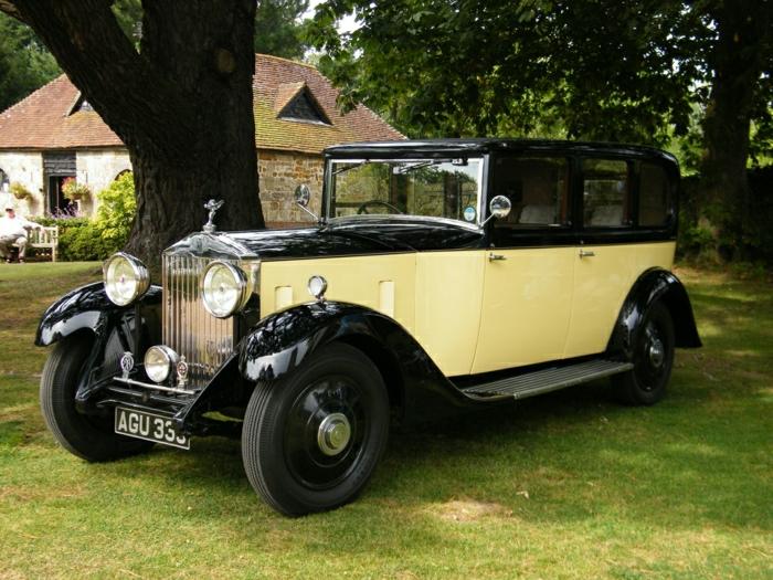 vintage-auto-rolls-royce-schwarz-und-gel-resized