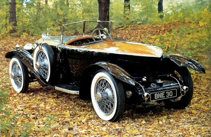 vintage-auto-rolls-royce-schwarz-und-gelb-resized